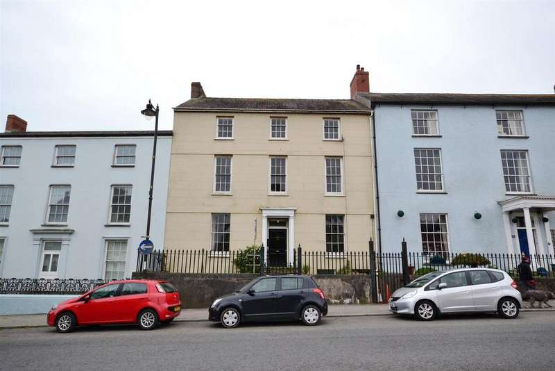 6 Bedrooms Town House for sale in Main Street, Pembroke