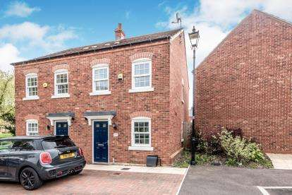 2 Bedrooms Semi Detached House for sale in Griffin Way, Kempston, Bedford, Bedfordshire