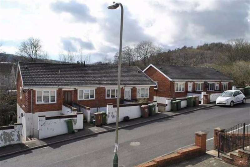 2 Bedrooms Flat for sale in Sheen Court, Ystrad Mynach, Caerphilly