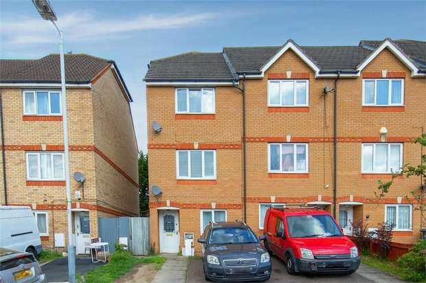 4 Bedrooms Town House for sale in Dunraven Avenue, Luton, Bedfordshire