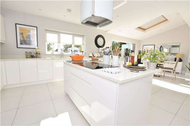 4 Bedrooms Semi Detached House for sale in Stonehill, Hanham, BS15 3HL
