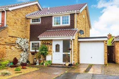 3 Bedrooms Semi Detached House for sale in The Lawns, Everton, Sandy, Bedfordshire