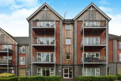2 Bedrooms Flat for sale in Cormorant House, 75 Millward Drive, Bletchley, Milton Keynes