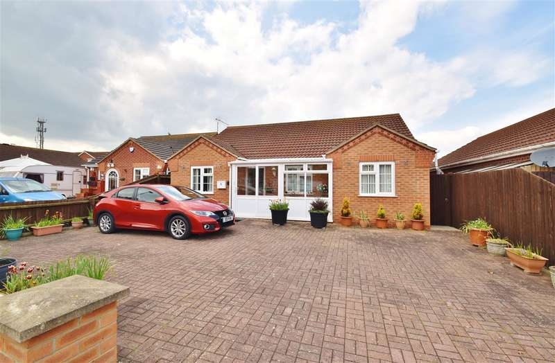 3 Bedrooms Bungalow for sale in Winston Drive, Skegness