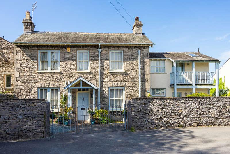 3 Bedrooms Semi Detached House for sale in Thorn Cottage, Sandes Avenue, Kendal, Cumbria LA9 4LL