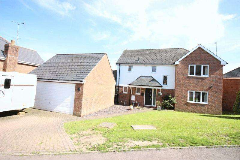 4 Bedrooms Detached House for sale in Park Road, Berry Hill
