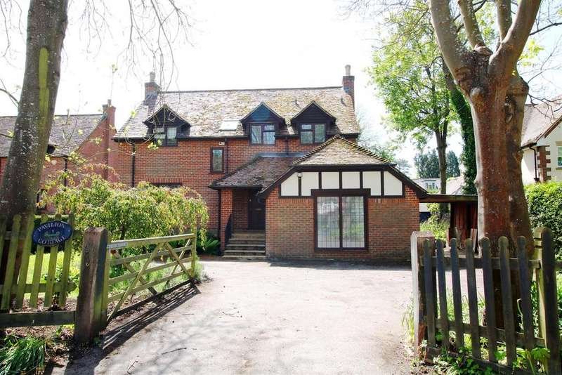 4 Bedrooms Detached House for sale in Eastfield Lane, Whitchurch On Thames, Reading