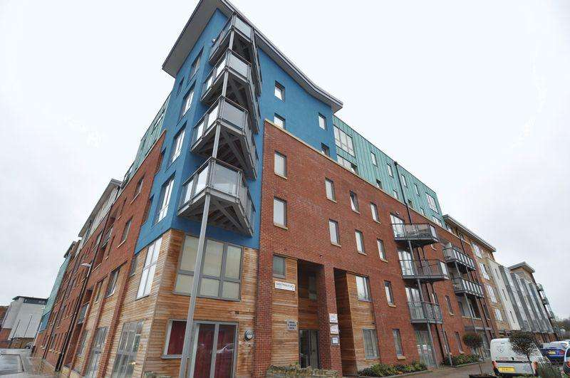 2 Bedrooms Apartment Flat for sale in Crown Anchor House, Sweetman Place, Bristol, BS2