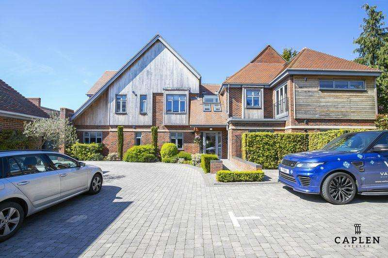 3 Bedrooms Duplex Flat for rent in Manor Road, Chigwell