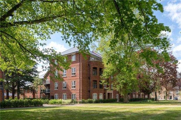 2 Bedrooms Apartment Flat for sale in Portland Gardens, Marlow, Buckinghamshire