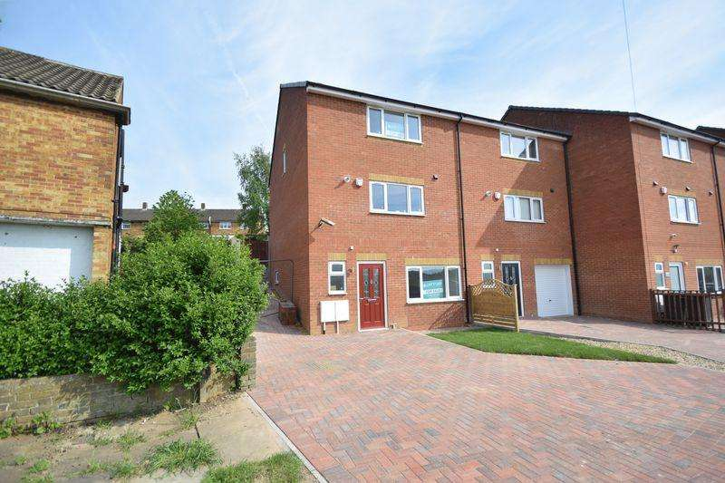 4 Bedrooms End Of Terrace House for sale in Fermor Crescent