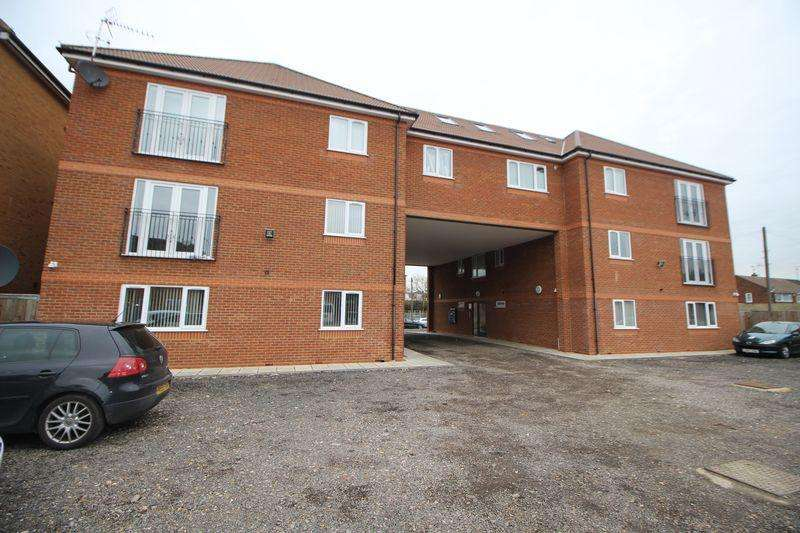 2 Bedrooms Flat for rent in Tenby Court, Chalvey Grove, Slough, SL1