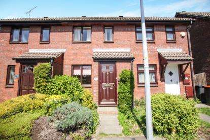 2 Bedrooms Terraced House for sale in Holly Farm Close, Caddington, Luton, Bedfordshire