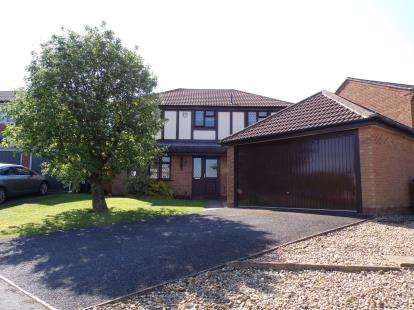 4 Bedrooms Detached House for sale in Pine Close, Lutterworth, Leicestershire, England