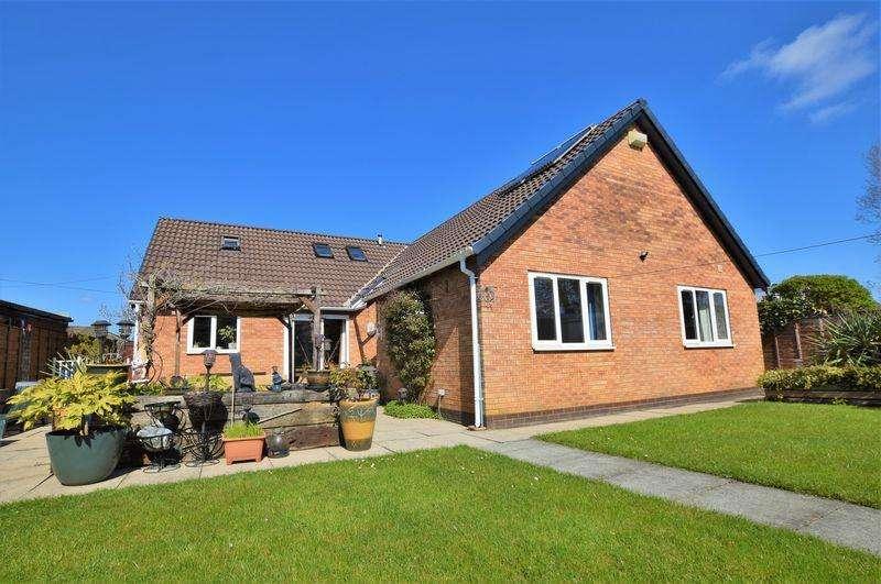 5 Bedrooms Detached Bungalow for sale in Slag Lane, Warrington