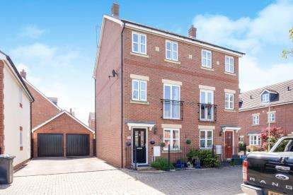 3 Bedrooms Semi Detached House for sale in Hartley Gardens, Gloucester, Gloucestershire