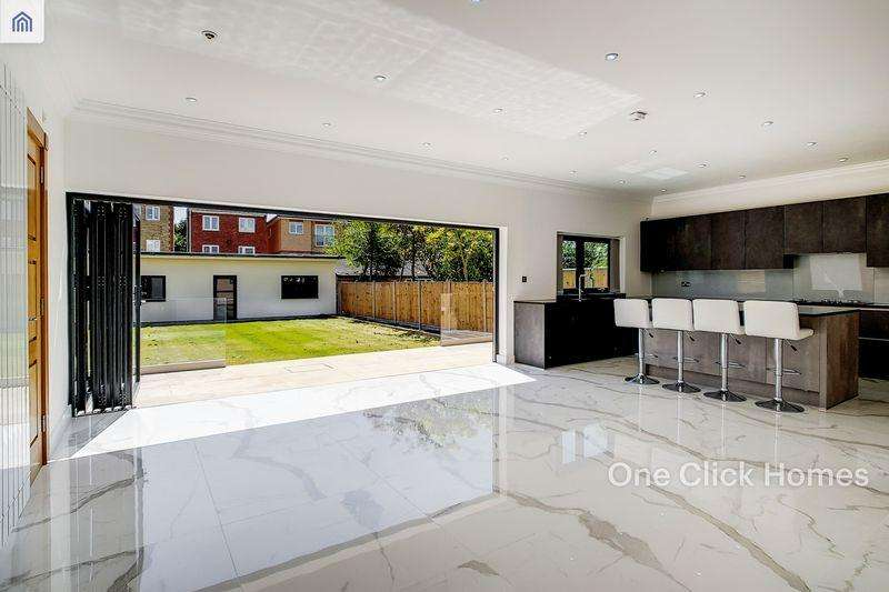 5 Bedrooms Terraced House for sale in Forest Drive West, LEYTONSTONE