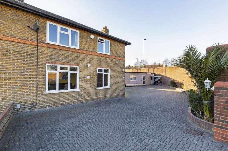 3 Bedrooms Semi Detached House for sale in Corbett Road, Wanstead