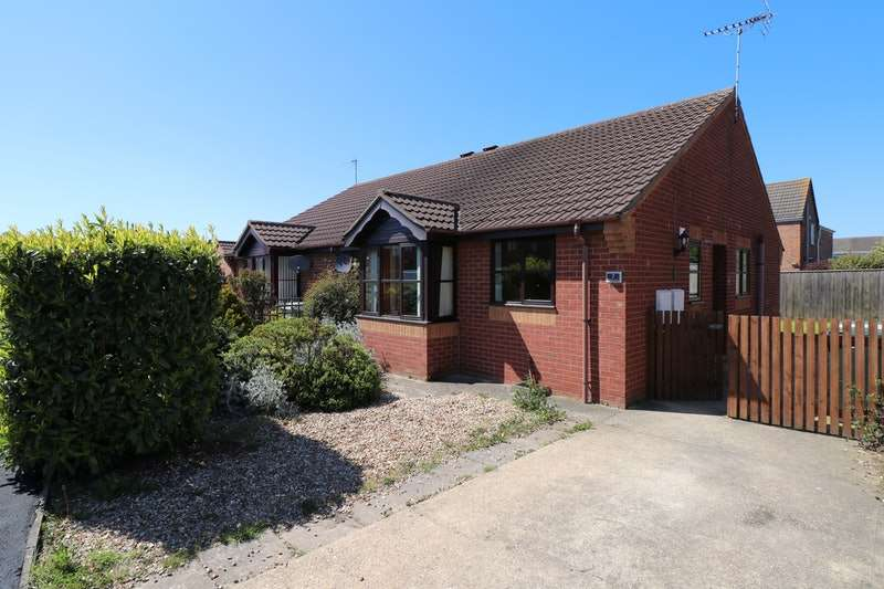 2 Bedrooms Bungalow for sale in Fulmar Drive, Louth, Lincolnshire, LN11