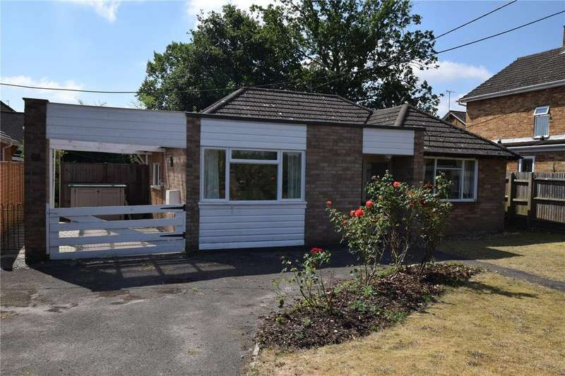 3 Bedrooms Bungalow for sale in Clayhill Road, Burghfield Common, RG7