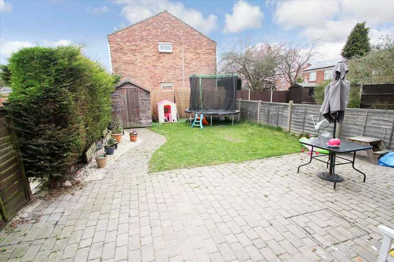 3 Bedrooms Semi Detached House for sale in Hawthorn Chase, Lincoln