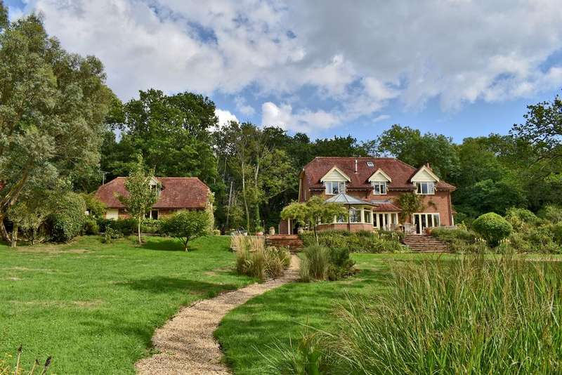4 Bedrooms Detached House for sale in Wainsford Road, Pennington, Lymington, SO41