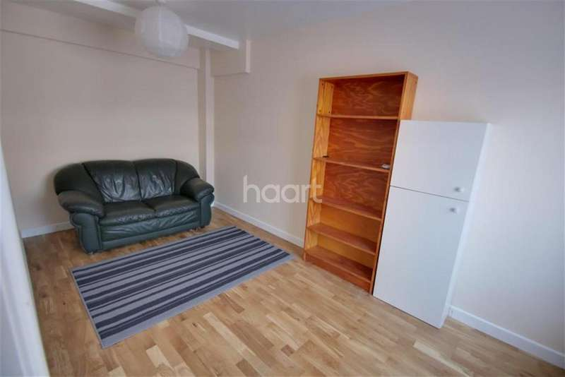4 Bedrooms Detached House for rent in Central location