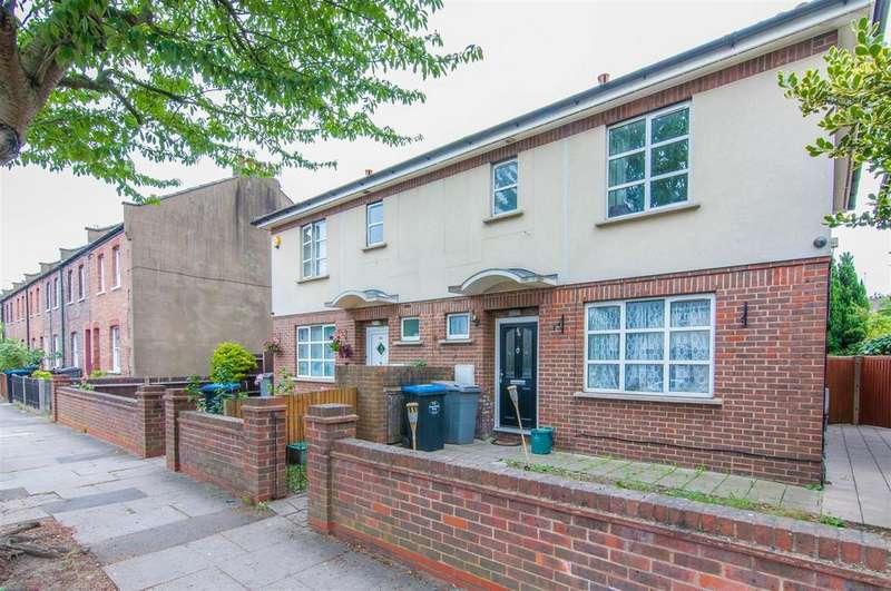 3 Bedrooms Semi Detached House for sale in Aylesbury Street, London