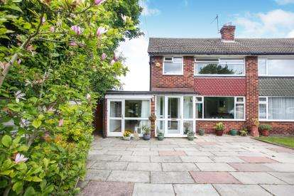 3 Bedrooms Semi Detached House for sale in Roundhey, Heald Green, Cheadle