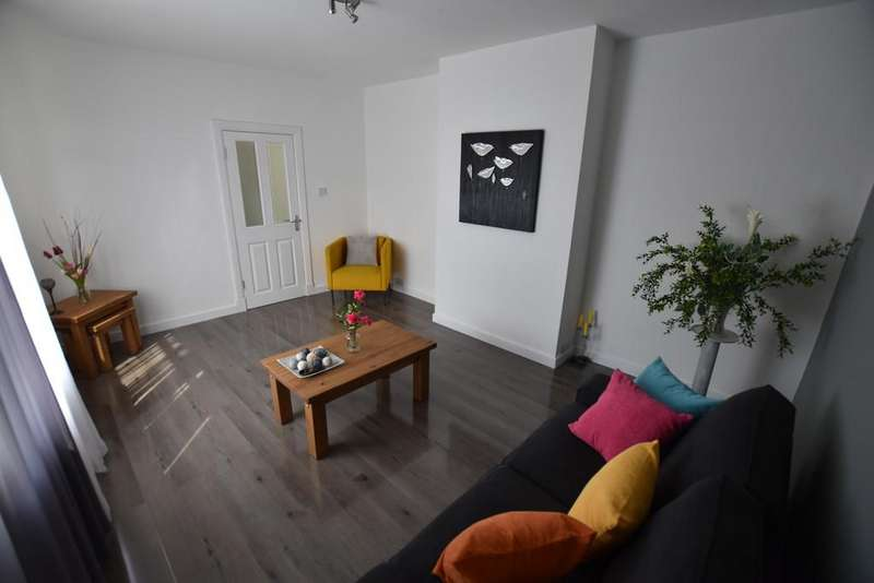 3 Bedrooms End Of Terrace House for sale in Beauly Square, Dundee