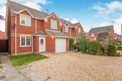 3 Bedrooms Detached House for sale in Harvester Way, Crowland, Peterborough, Lincolnshire