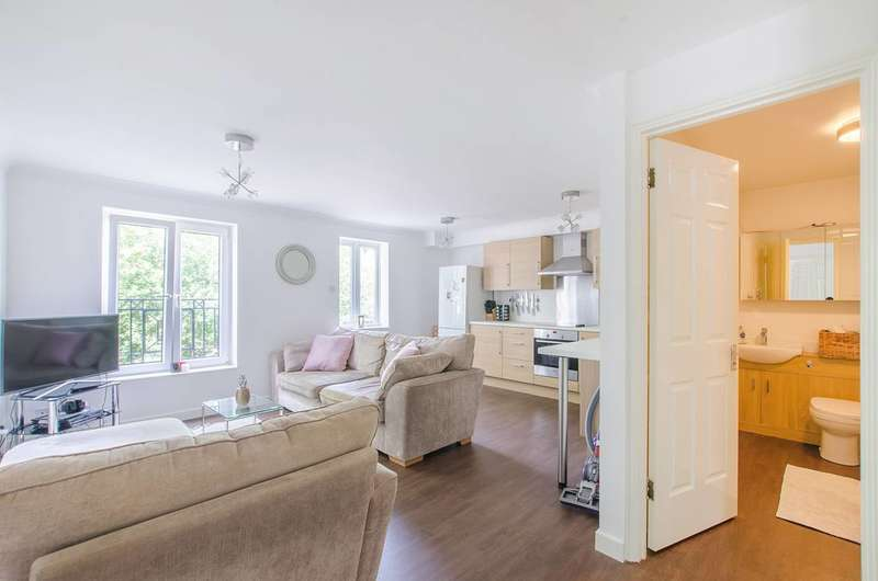 2 Bedrooms Flat for sale in Concorde Drive, Beckton, E6