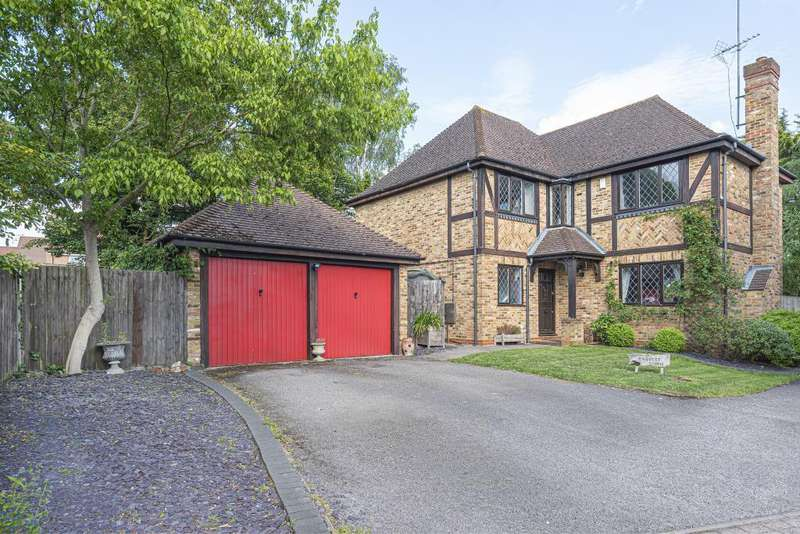 4 Bedrooms Detached House for sale in Buttercup Close, Wokingham, RG40