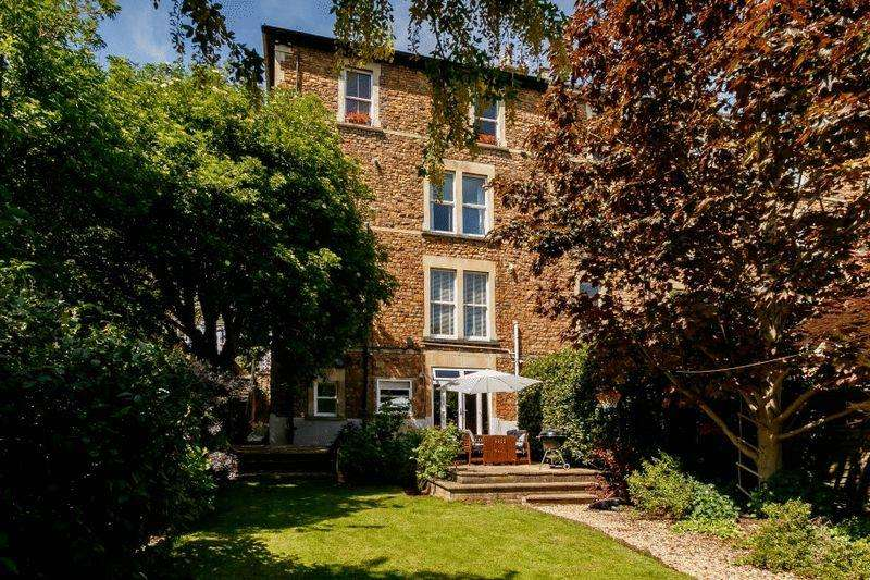 2 Bedrooms Apartment Flat for sale in Oakfield Road, Clifton