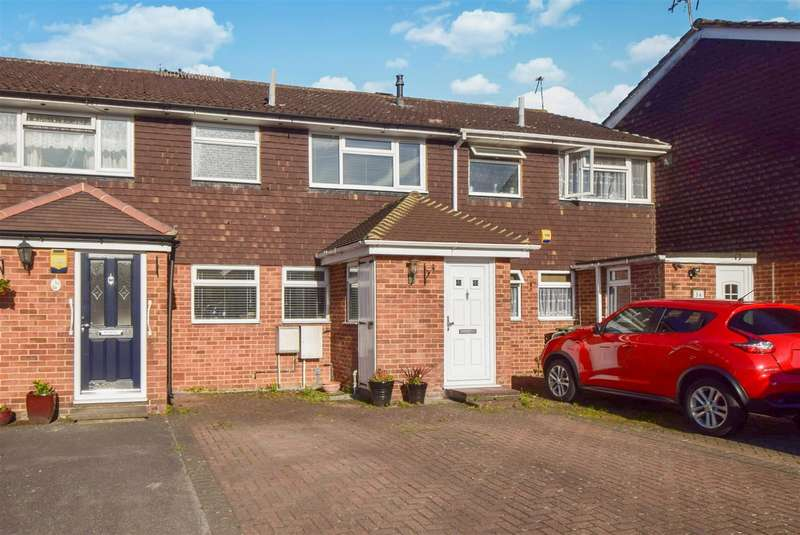 3 Bedrooms Terraced House for sale in Boarlands Close, Slough, SL1