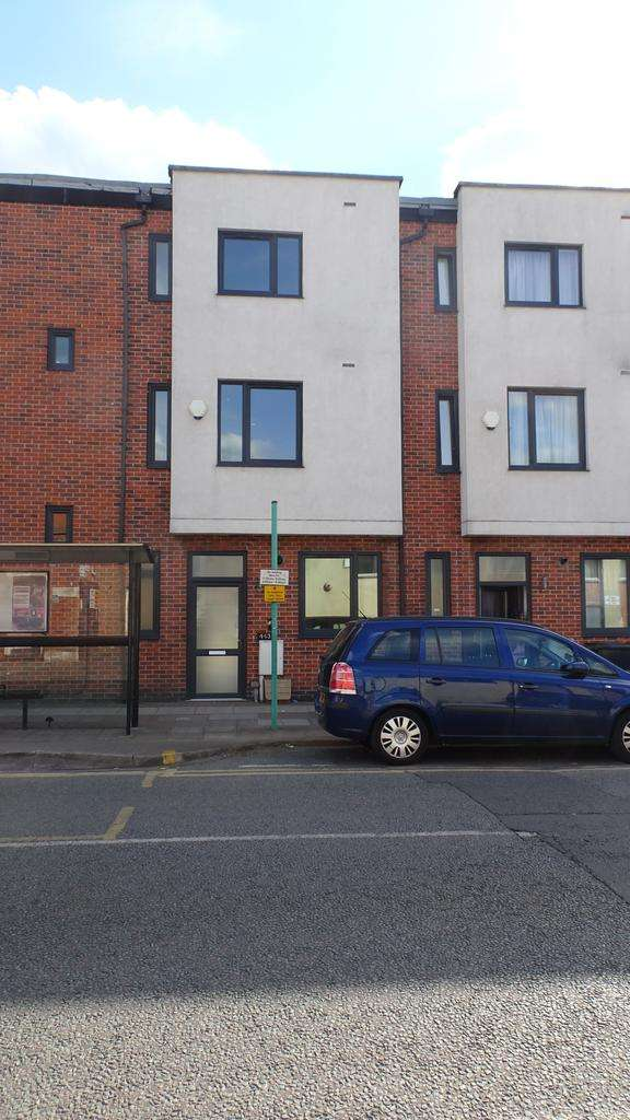 4 Bedrooms House for sale in St Saviours Road, Leicester, LE5