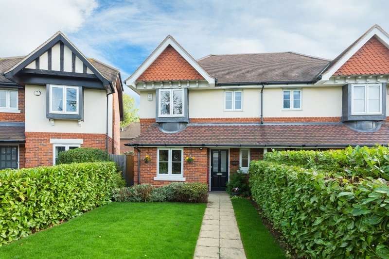 3 Bedrooms Semi Detached House for sale in Swallow Field, Iver Heath, SL0