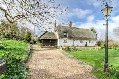 4 Bedrooms Detached House for sale in Mill Road, Thurleigh, Bedford, Bedfordshire