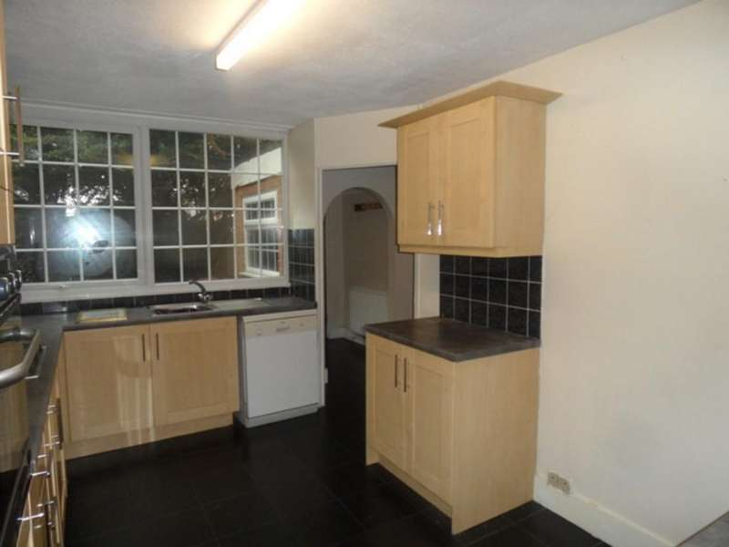 2 Bedrooms Terraced House for rent in 2 Bedroom House to rent - Patricia Close Slough