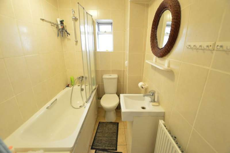 4 Bedrooms Ground Maisonette Flat for sale in Hatton Avenue, Slough