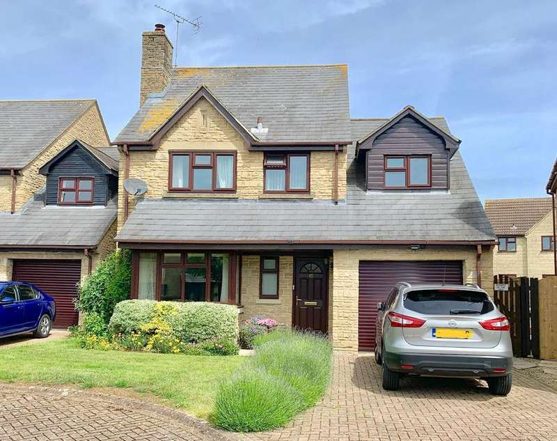 4 Bedrooms Detached House for sale in Rendcomb Drive, Cirencester