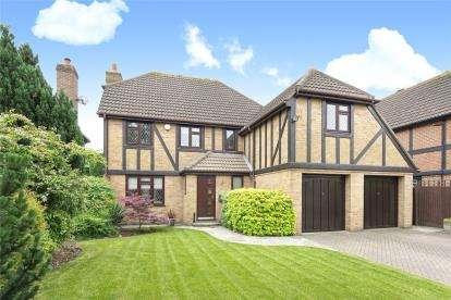 5 Bedrooms Detached House for sale in Deer Park Way, West Wickham