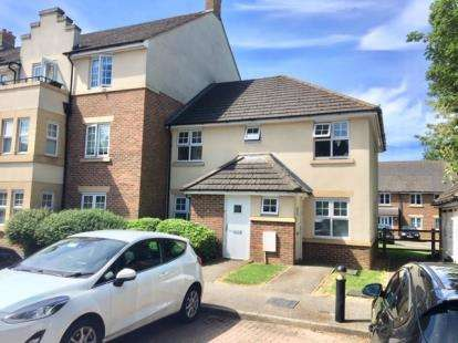 2 Bedrooms Maisonette Flat for sale in The Hawthorns, Flitwick, Beds, Bedfordshire