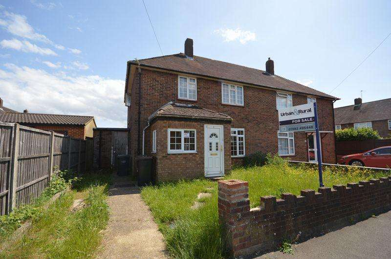 3 Bedrooms Semi Detached House for sale in Cades Lane.