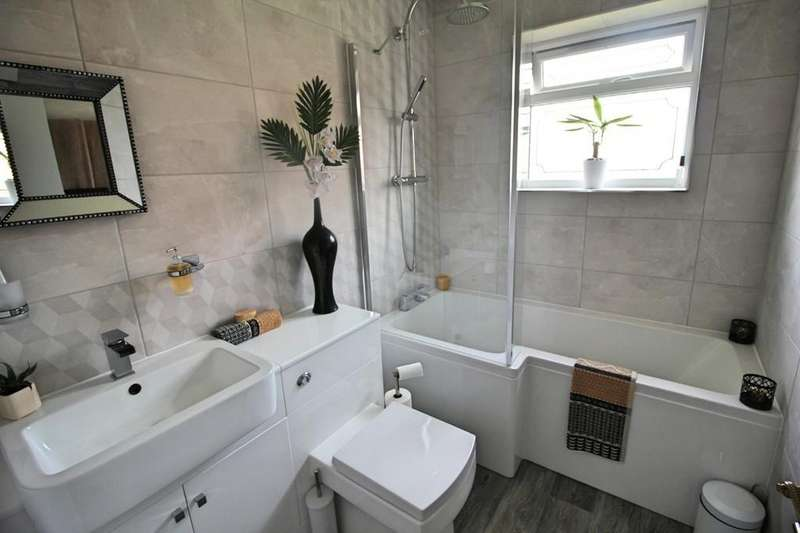 2 Bedrooms Detached Bungalow for sale in Marmion Close, Fleckney, Leicester