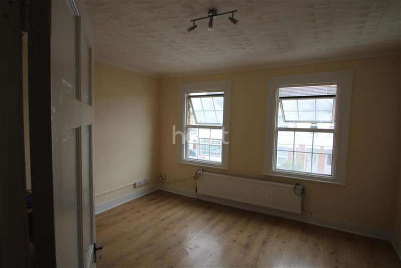 4 Bedrooms Semi Detached House for rent in 4 henry road