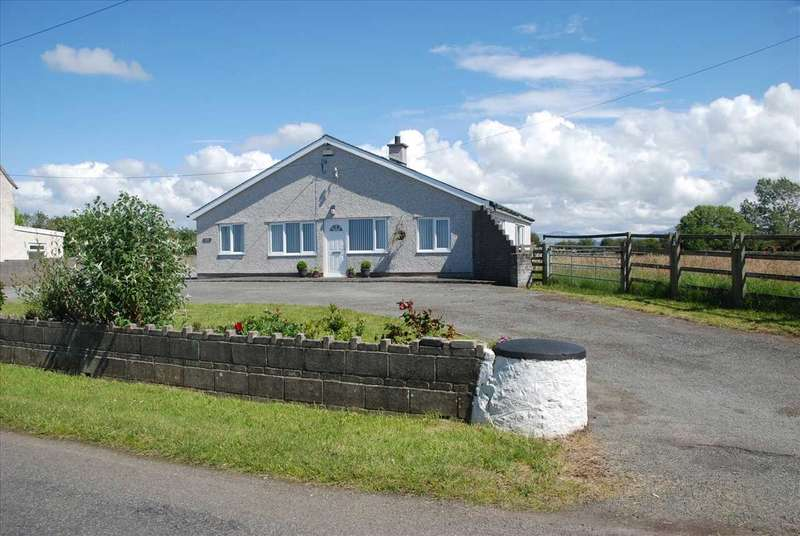 3 Bedrooms Detached Bungalow for sale in Gwelfor, Newborough