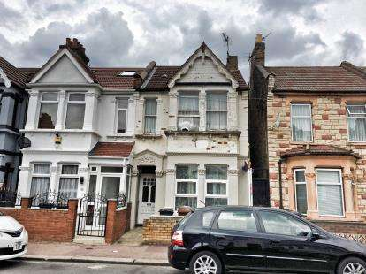 1 Bedroom Flat for sale in Barking, Essex, United Kingdom