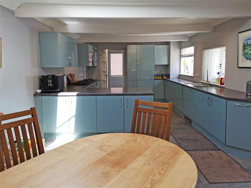 4 Bedrooms House for sale in West Street, Midhurst, West Sussex, GU29