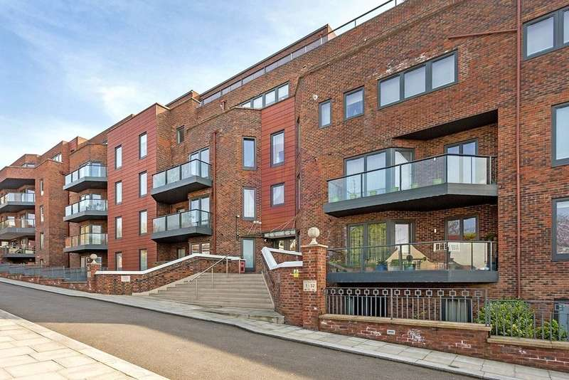 3 Bedrooms Apartment Flat for sale in WEST HEATH PLACE, HODFORD ROAD, GOLDERS GREEN, London, NW11